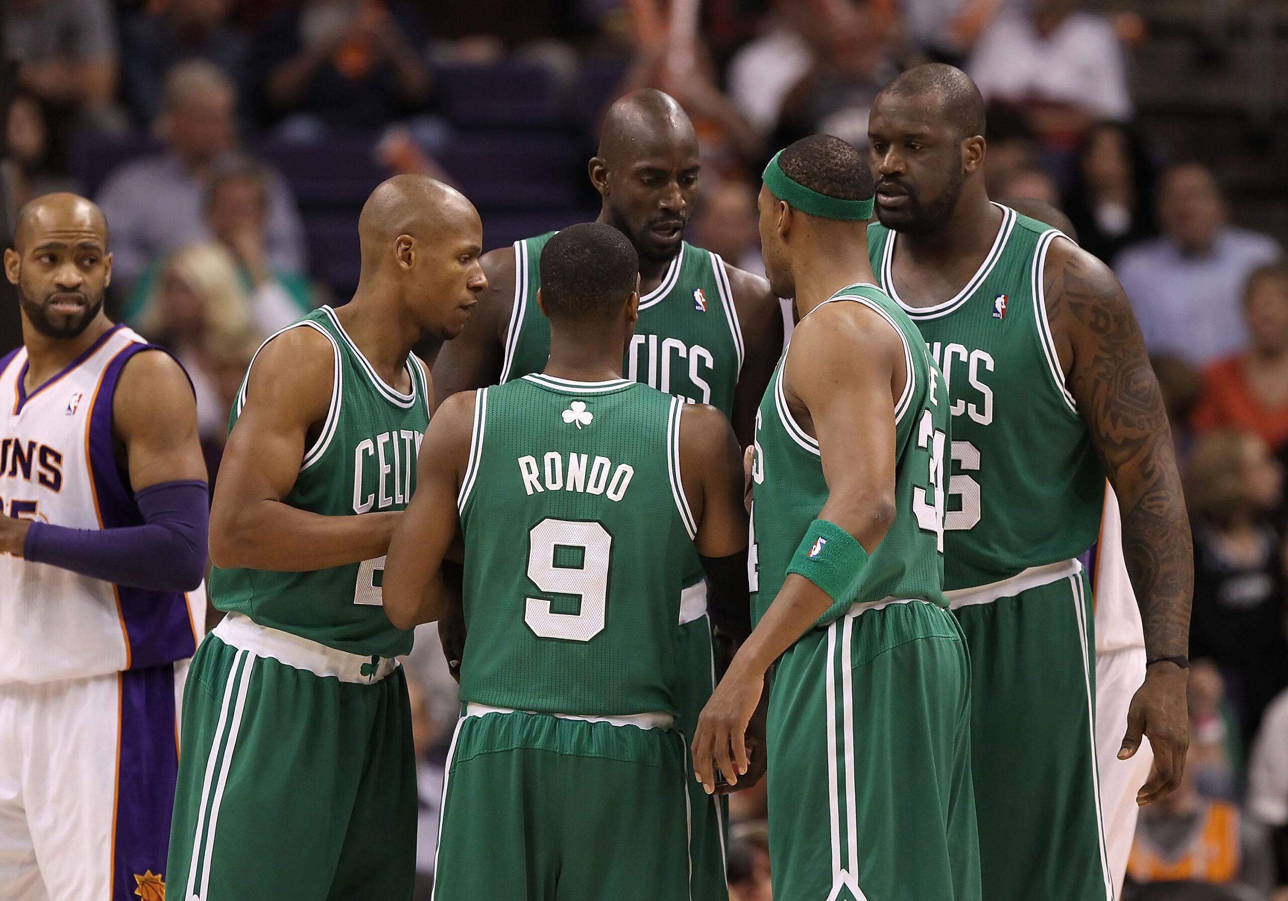 Il quintetto dei Celtics 2010/11 (e il photobombing di Vince Carter)