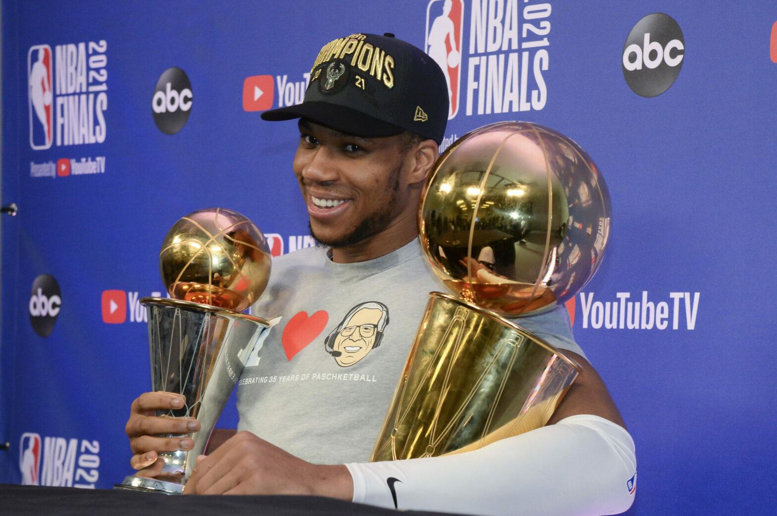 Uno straordinario Giannis Antetokounmpo è l'MVP delle Finals 2021